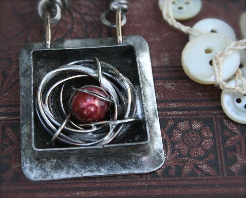 Red Egg Necklace Nest deatil