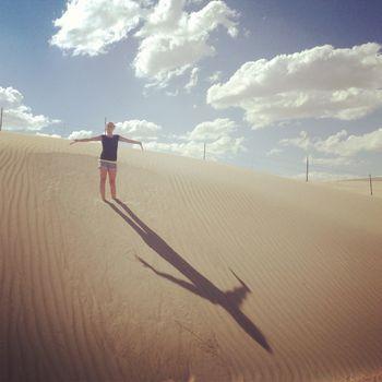 Anna in sand